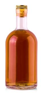 Volledige whisky, cognac, cognac fles geïsoleerd op een witte achtergrond. met uitknippad