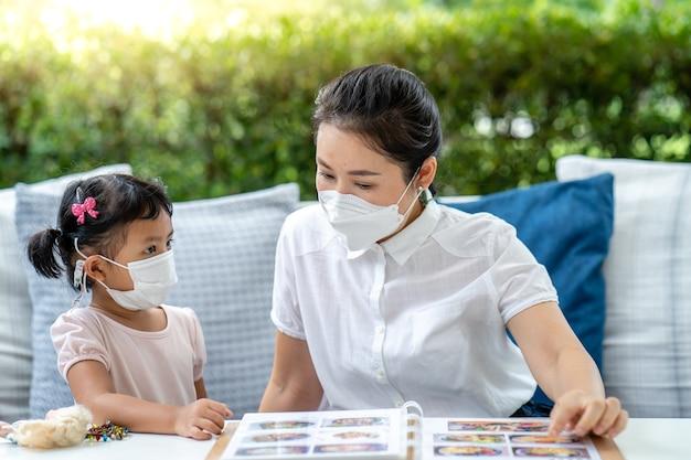 Volwassen aziatisch vermijd china chinees keuze corona coronavirus covid19 klant dochter dini