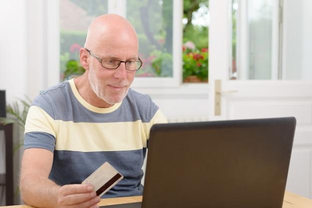 Volwassen man kopen op internet
