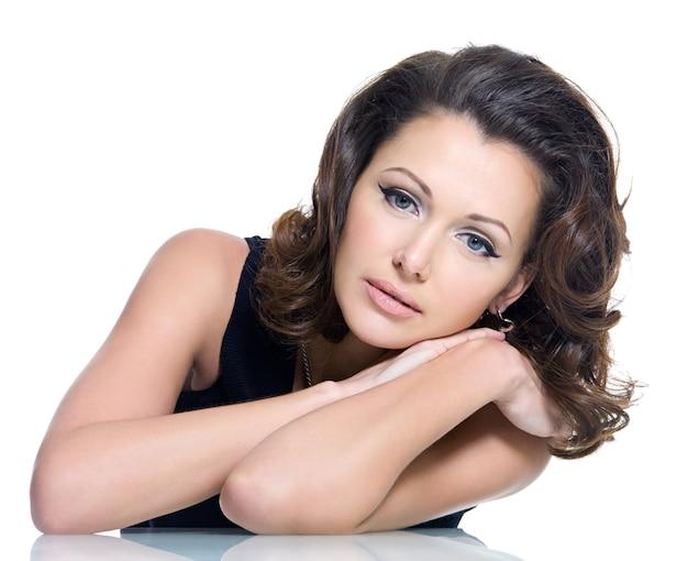 Volwassen sensualiteit mooie brunette vrouw
