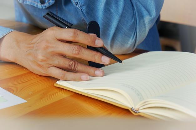 Volwassen studentencoaching onderwijzen samen instructor management concept