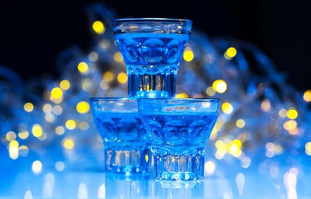 Volwassenen gaan in nachtclubs om alcohol te drinken en plezier te hebben
