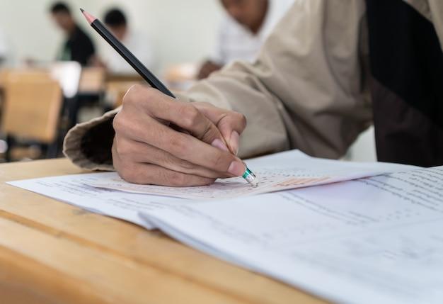 Volwassenenonderwijs, educatieve programma's cursussen voor volwassenen die niet naar school of universiteit gaan