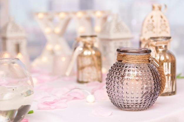 Vooraanzicht arrangement voor quinceañera party op tafel
