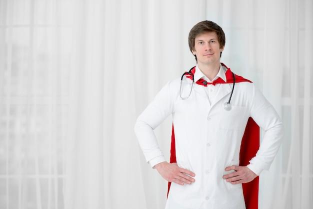 Vooraanzicht arts poseren