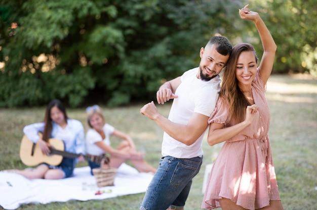 Vooraanzicht beste vrienden dansen