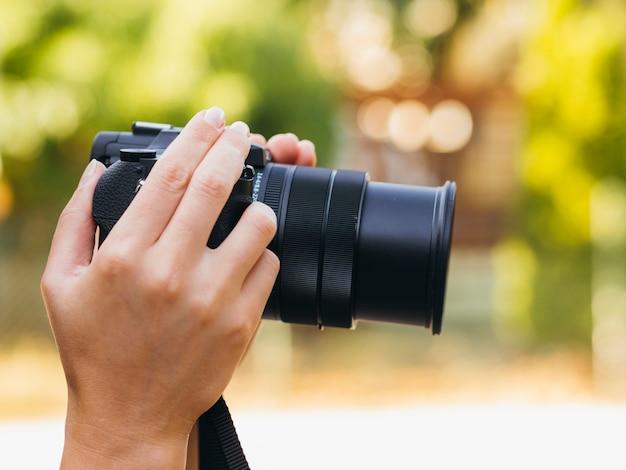 Vooraanzicht camera apparaat buiten
