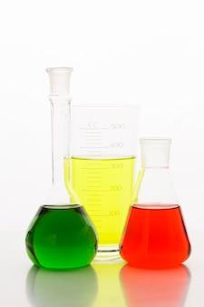 Vooraanzicht chemicaliën samenstelling in laboratorium