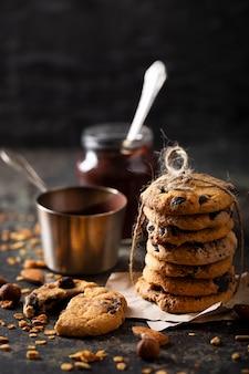 Vooraanzicht chocoladekoekjes arrangement