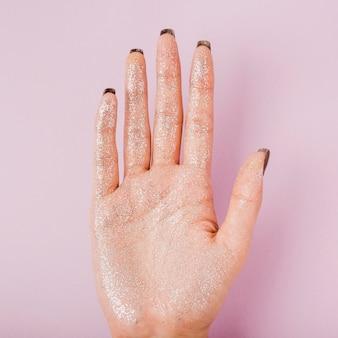Vooraanzicht close-up hand vol glitter