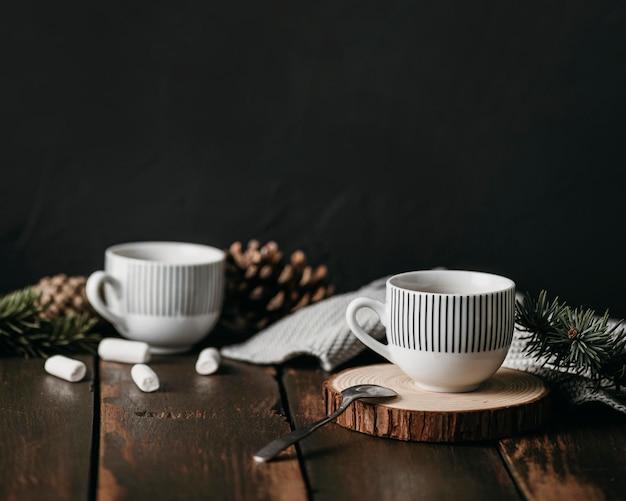 Vooraanzicht cups met marshmallows