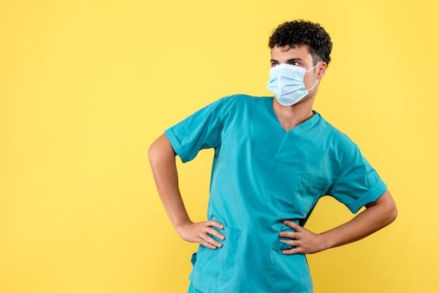 Vooraanzicht dokter de dokter denkt na over wat er zal gebeuren na de pandemie