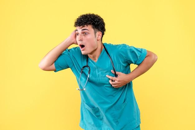 Vooraanzicht dokter de dokter heeft vreselijk hartzeer