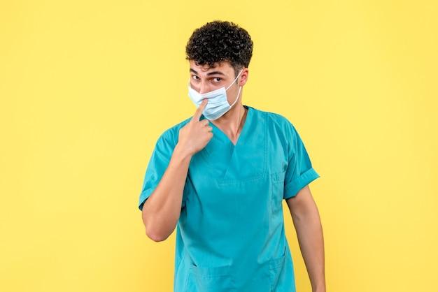 Vooraanzicht dokter de dokter in masker dringt aan op het dragen van maskers