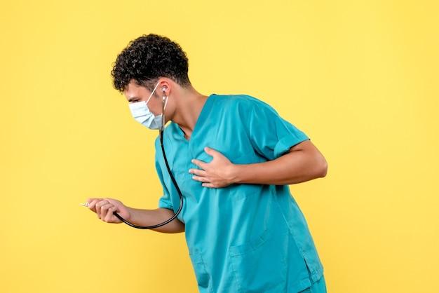 Vooraanzicht dokter de dokter in masker heeft hartzeer