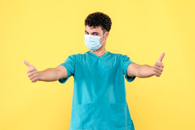 Vooraanzicht dokter de dokter in masker verzekert dat alles goed komt