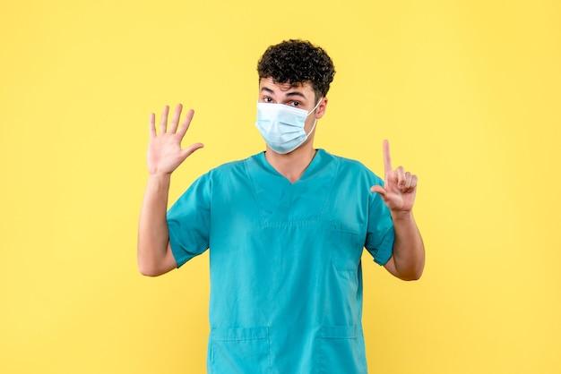 Vooraanzicht dokter de dokter met masker kent symptomen van coronavirusinfectie