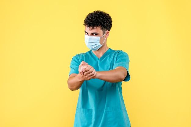 Vooraanzicht dokter de dokter spoort mensen aan om handen te wassen
