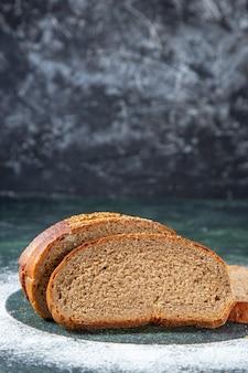 Vooraanzicht donkere broodbroodjes