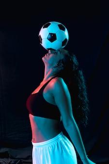 Vooraanzicht fit vrouw in sportkleding