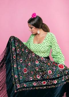 Vooraanzicht flamenca met sjaal van manilla