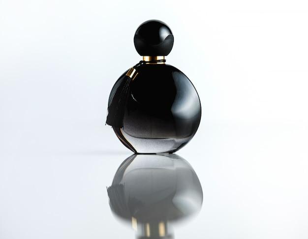 Vooraanzicht fles parfum zwarte glazen fles