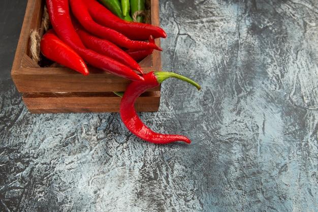 Vooraanzicht gekleurde pittige paprika's