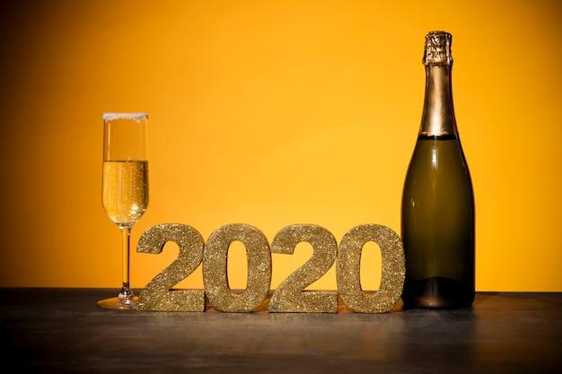 Vooraanzicht gouden bord met nieuwe jaardatum
