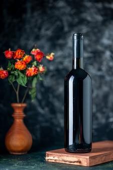 Vooraanzicht granaatappel wijn op donkere muur drinken fruit alcohol zuur bar restaurant sap wijn