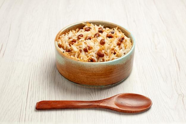 Vooraanzicht heerlijke gekookte vermicelli met bonen op witte bureauboonmaaltijd kokende pastaschotel