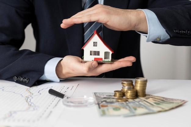 Vooraanzicht huis investeringen elementen samenstelling