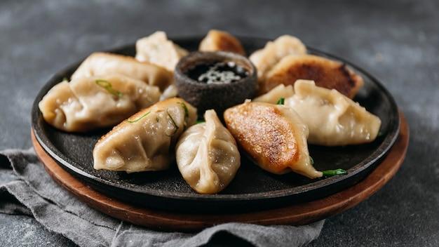 Vooraanzicht japans assortiment dumplings