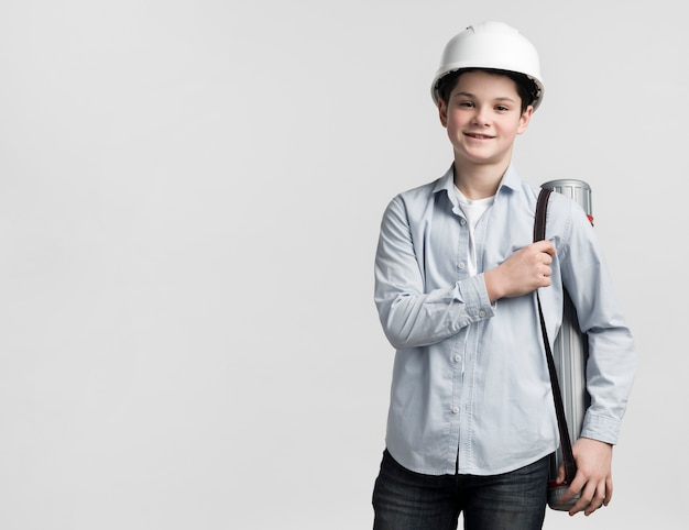 Vooraanzicht jonge ingenieur met kopie ruimte