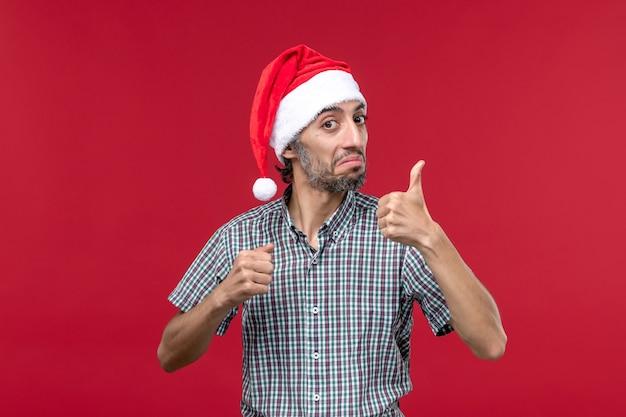 Vooraanzicht jonge persoon nummer op rode muur vakantie nieuwjaar mannelijke rood tonen