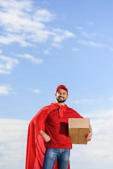 Vooraanzicht levering man met superheld cape