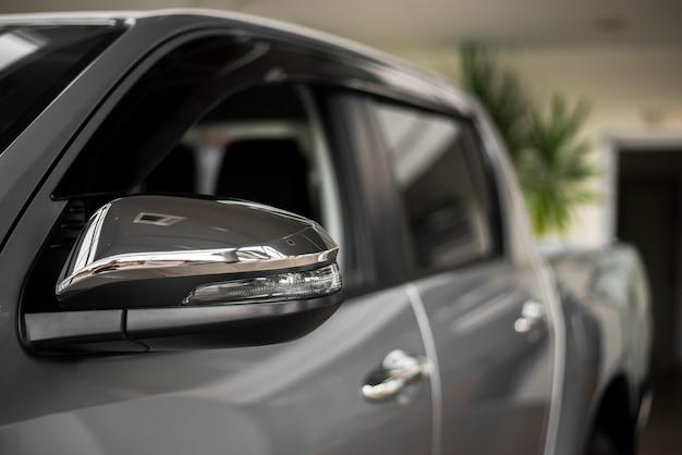 Vooraanzicht luxe auto beschikbaar voor verkoop