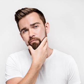 Vooraanzicht man met zijn baard