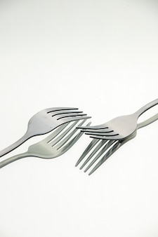 Vooraanzicht paar vorken met reflectie in het oppervlak kopie plaats stock foto