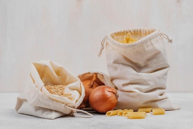Vooraanzicht pantry voedselingrediënten