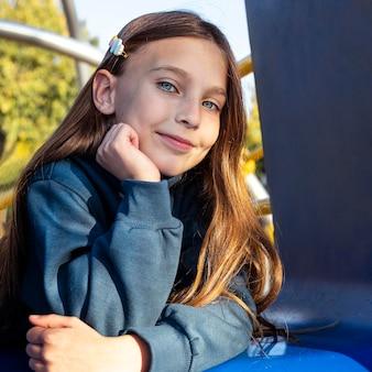 Vooraanzicht portret van mooi meisje