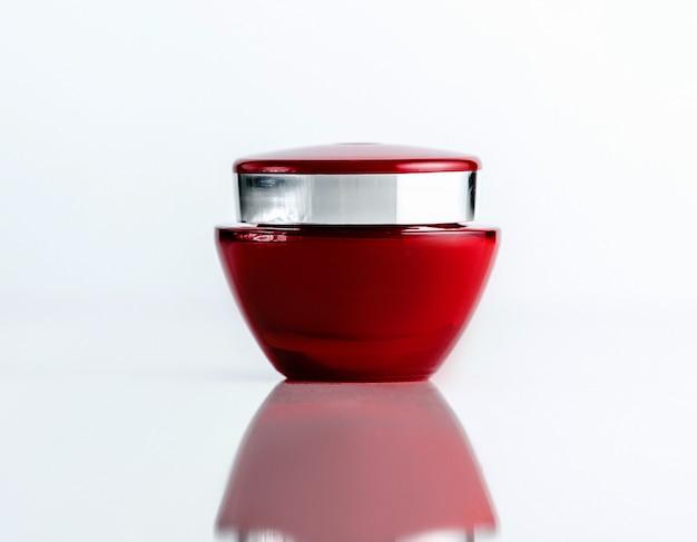 Vooraanzicht rode cosmetische crème pot