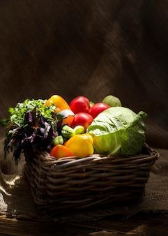 Vooraanzicht samenstelling van heerlijke verse groenten