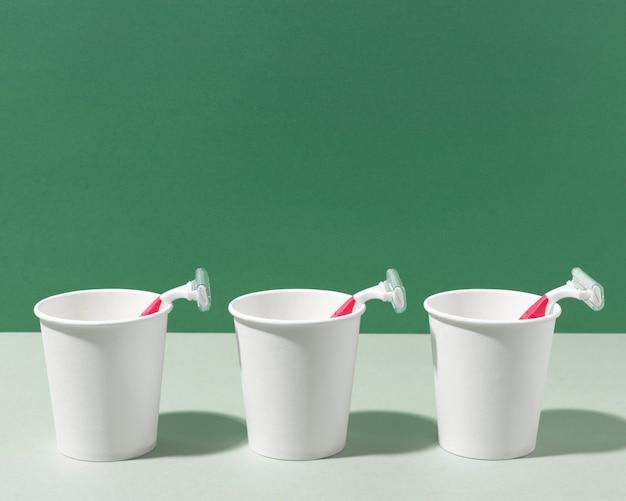 Vooraanzicht scheermesjes en cups