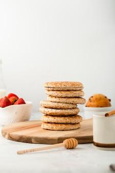 Vooraanzicht set gezonde volkoren koekjes