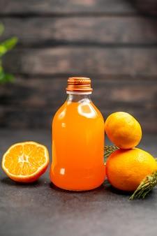 Vooraanzicht sinaasappelsap sinaasappel en mandarijn gesneden sinaasappel