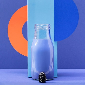 Vooraanzicht smoothie in glazen fles met bramen