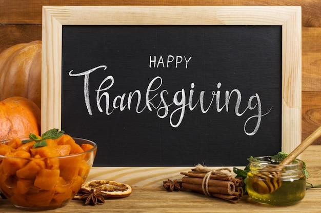 Vooraanzicht thanksgiving-arrangement met schoolbord