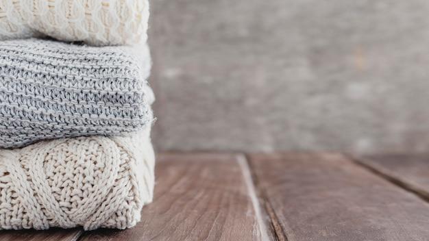 Vooraanzicht truien met kopie ruimte