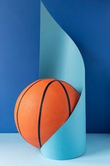 Vooraanzicht van basketbal met papieren vorm