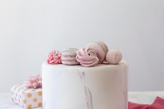Vooraanzicht van birthady cake met kopie ruimte
